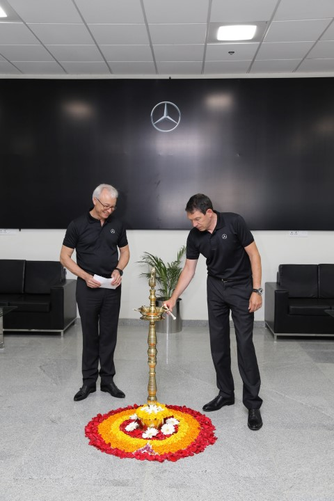 Dr. Till Conrad, Head-Region Overseas Mercedes-Benz Cars and Mr. Roland Folger, MD & CEO, Mercedes-Benz India,lighting the lamp at the inauguration of VPC (Small)