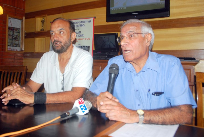 indo-canadian-friendship-society-of-british-colmbia-people-addressing-the-media-in-press-conference-at-mohali-copy-small