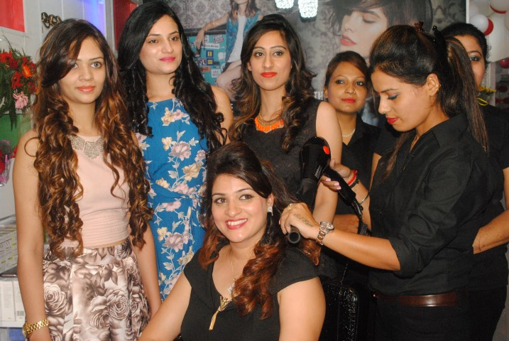 Lakx unisex Salon launch at 34C, Chandigarh 3 (Small)