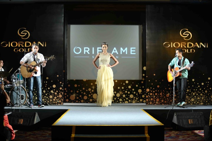 model-walking-the-ramp-alongside-the-live-band-performance-at-oriflames-gg-relaunch-event-small