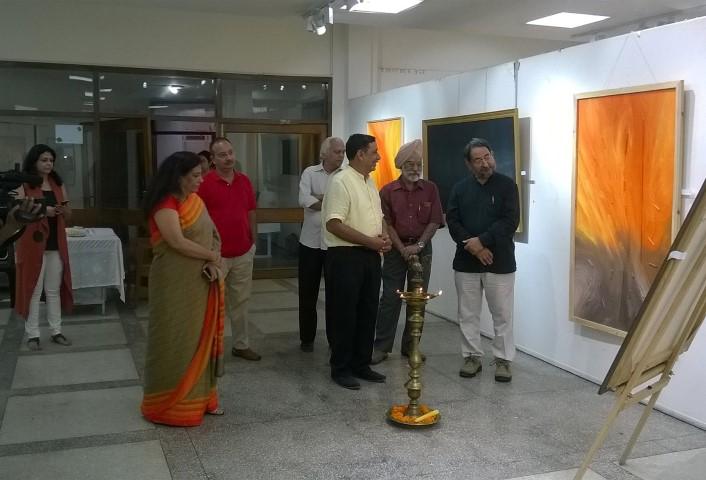 ravinder-kr-sharma-right-with-artist-hemant-malhotra-yellow-shirt-at-punjab-kala-bhawan-small
