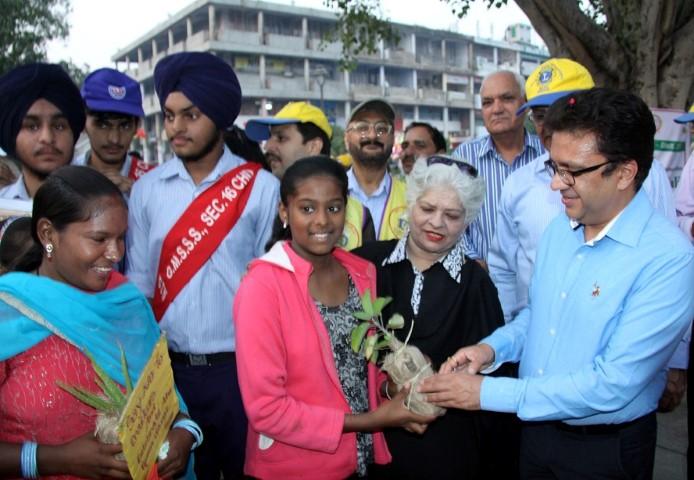 "UT Home Secretary, Shri Anurag Agarwal distributing sapling plants at the ""Green Diwali Campaign"" at Plaza, Sector-17, Chandigarh on Thursday, October 27, 2016."