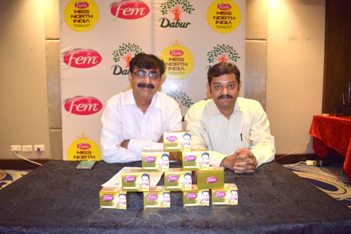 l-r-mr-sunil-sharma-head-consumer-activation-dabur-india-with-mr-dinesh-kumar-assistant-manager-corporate-communication-dabur-india-small