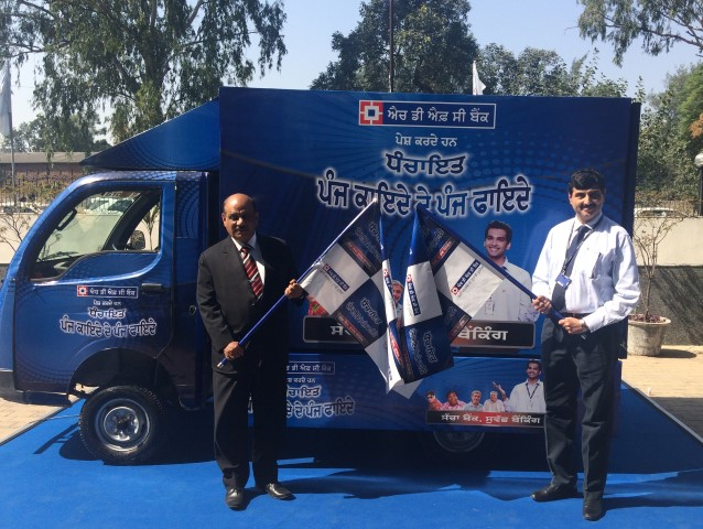 mr-govind-pandey-left-branch-banking-head-hdfc-bank-and-mr-vineet-arora-right-zonal-head-hdfc-bank-flag-off-the-dhanchayat-panch-kayde-ke-panch-fayde-video-van-in-chandig