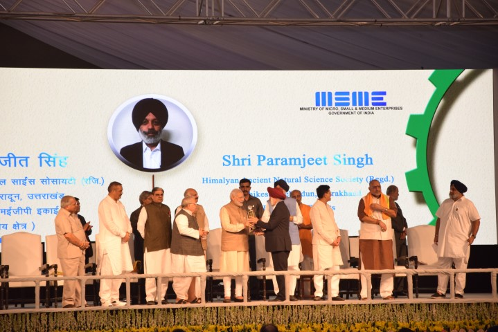 paramjit-singh-director-rced-chd-receiving-the-award-from-pm-narinder-modi-1-small