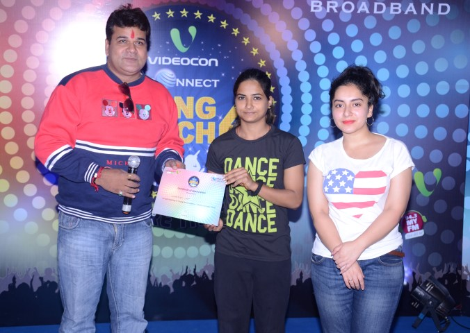winner-of-popular-youth-talent-hunt-videocon-connect-young-manch-season-4-auditions-in-amritsar-small