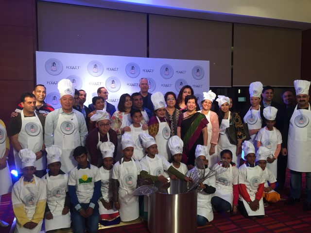 13-ceo-finalists-from-across-india-with-kids-from-smile-foundation-kick-start-the-hyatt-culinary-challenge-grand-finale-2016_2-small