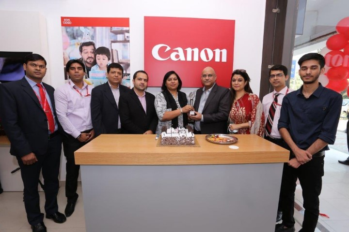 canon-inaugurates-cis-store-in-chandigarh-small