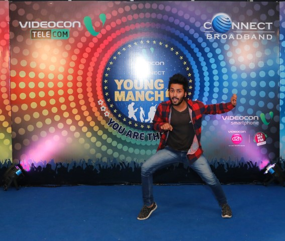 participant-during-videocon-connect-young-manch-4-auditions-at-pavilion-mall_-small