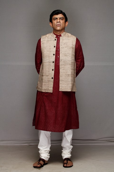 rituraj-singh-as-dinanath-chauhan-in-trideviyaan-small