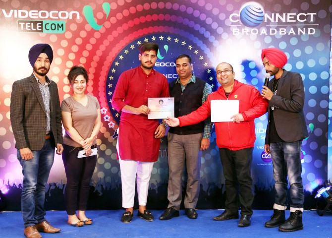 winner-at-videocon-connect-young-mach-4-auditions-getting-awarded-small