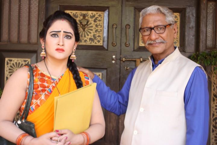 Aditi Sajwan (Koyal) and Rajendra Gupta (Babuji) in Chidiyaghar (Small)