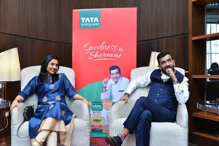 Chef Sanjeev Kapoor with his wife, Mrs. Alyona Kapoor at Tata Sampann event in Chandigarh (Small)