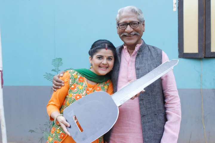 Trishika Tripati and Rajendra Gupta in Chidiyaghar (Small)