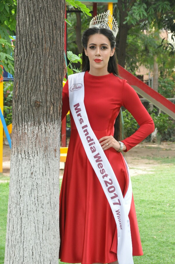 Anjal Raut Gill Beauti Pageant
