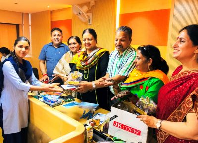 Mayor distributes sweets & mehandi to ladies employees of MC on the eve of pre Karvachauth Function